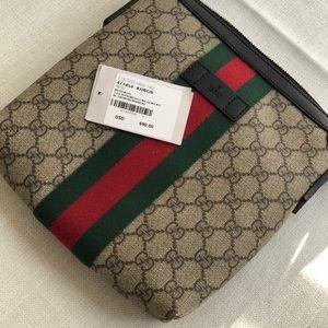 60353ea2d7b962 Gucci Bags | Original Web Gg Supreme Flat Messenger | Poshmark